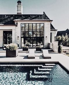 Such a beautiful pool – garden design Such a beautiful pool, # … - Style Architectural Dream Home Design, My Dream Home, Modern Home Design, Build Dream Home, House Contemporary, Dream House Exterior, Home Exterior Design, Exterior Houses, Home Styles Exterior