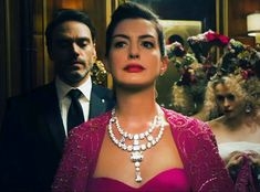 Anne Hathaway with a replica diamond necklace from Cartier for the movie Oceans 8 Veronica, Ocean 8 Movie, Anne Hathaway Hair, Oceans 8, Pearl Necklace Designs, Diana, Princess Elizabeth, Most Beautiful People, Classy Aesthetic