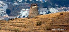 """#Granada #Salobreña - Torre del Diablo GPS 36º 44' 38"""" -3º 38' 16"""" / 36.743889, -3.637778   En la ladera oeste del Barranco de Enmedio, encontramos dos torres-atalayas de diferentes épocas históricas: La Torre de Enmedio o de los ladrones de época nazarí y la Torre del Diablo."""