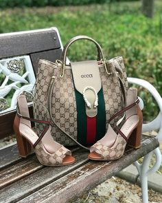 Cooperate Handbags and Footwears - Gucci Shoes - Latest and fashionable gucci shoes - Cooperate Handbags and Footwear's Gucci Purses, Gucci Handbags, Luxury Handbags, Fashion Handbags, Purses And Handbags, Fashion Bags, Fashion Shoes, Gucci Bags, Zapatillas Louis Vuitton