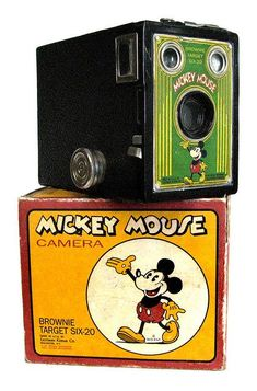Kodak Mickey Mouse Brownie Target camera box i love vintage mickey mouse things, if only i could own them all! Antique Cameras, Vintage Cameras, Vintage Ads, Kodak Camera, Movie Camera, Toy Camera, Photography Camera, Vintage Photography, Pregnancy Photography