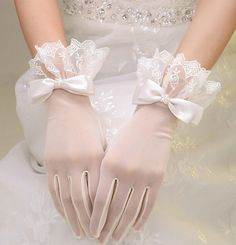 2019 Woman Wedding Gloves Short Wrist Tulle Lace Appliqued With Bow White Bridal. 2019 Woman Wedding Gloves Short Wrist Tulle Lace Appliqued With Bow White Bridal Party Gifts Wedding Accessories New Bride Gloves, Wedding Gloves, Lace Gloves, Lace Wedding, Wedding White, Lace Bows, Tulle Lace, Retro Wedding Dresses, Estilo Lolita