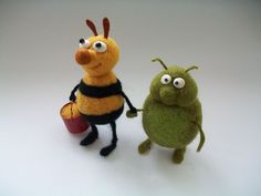 Items similar to Needle Felted Bugs, Two Friends, Needle Felted Toys on Etsy Wool Needle Felting, Needle Felting Tutorials, Needle Felted Animals, Wet Felting, Felt Animals, Paperclay, Vintage Crafts, Felt Hearts, Felt Toys