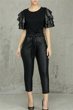Latest fashion trends in women's Pants & Leggings. Shop online for fashionable ladies' Pants & Leggings at Floryday - your favourite high street store. Dress For Short Women, Pants For Women, Clothes For Women, Black Trousers, Black Skinnies, Fashion Pants, Look Fashion, Fashion 2020, Faux Leather Pants