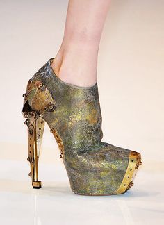 » Alexander McQueen Cracked leather ankle boots with metal toe cap and heel, Spring 2010. [Image: ELLE]