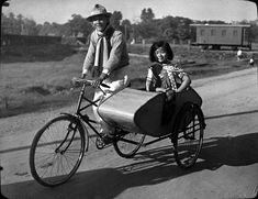 Taxi, Chiengmai , 1935, Foto: Heim, Arnold Sidecar, Chiang Mai, Taxi, Baby Strollers, Photos, Bike, History, Children, German