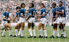 Brazil 2 Argentina 1 in 1974 in Hannover. The Brazilian wall looks concerned in Round Group A at the World Cup Finals. 1974 World Cup, Fifa World Cup, Retro Football, World Football, World Cup Final, Sports Clubs, Soccer, Shit Happens, Finals