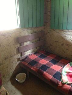 Quarto de solteiro em casa de taipa: simplicidade