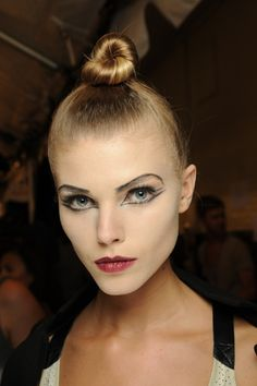 pictures theatre makeup | New York Fashion Week Spring 2010 Makeup Trends: Marc Jacobs - Makeup ...