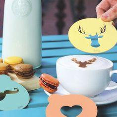Met de Hip Coffee koffiesjablonen kun je de crème van je cappuccino eindelijk een vriendelijk gezicht geven.