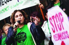 Ada Colau, eleita prefeita pela plataforma Barcelona em Comum, porta-voz do movimento social mais importante da Espanha nos últimos anos — o que luta contra despejo dos que não podem pagar moradia