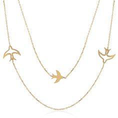 Altın Kuş Kolye, tasarımı ile bambaşka bir ürün. Önceki ürünler gibi tek zincirden değil çift zincirden oluşuyor ve her iki zincir üzerinde de kanatlarını açmış kuşlar mevcut. Tıpkı siz sevgililer gibi onlarda özgürlüğe uçuyor.