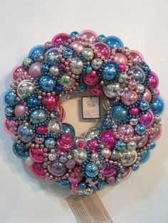 Amazing antique ornament wreath - Love the beaded garland woven throughout. Christmas And New Year, Christmas Home, Christmas Holidays, Christmas Classics, Christmas Ideas, Merry Christmas, Xmas, Holiday Wreaths, Holiday Crafts