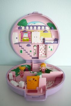The real Polly Pocket - I grew up with these ones. I wish kids could have these instead of the new Polly Pocket!