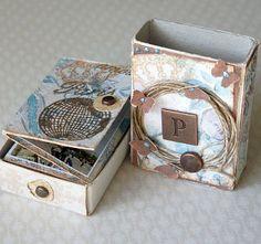 Idée de mini dans une boîte d'allumette (5,4x3cm)...: http://papierowaobsesja.blogspot.be/2012/03/odsona-trzecia-marcowe-wianki.html