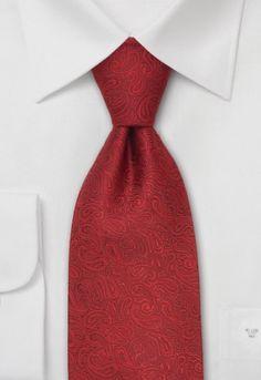 Corbata de color rojo con estampado paisley muy pequeño. La tela de esta corbata es de un tejido de seda que posteriormente ha sido procesado manualmente.