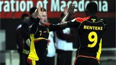 Belgium's Kevin De Bruyne (L) celebrates with teammates