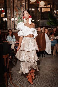 Johanna Ortiz Resort 2019 New York Collection - Vogue Fashion 2018, Diy Fashion, Teen Fashion, Fashion News, Fashion Models, Fashion Show, Vogue Mexico, Plaid Outfits, Editorial Fashion