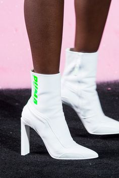 Fenty by Rihanna Puma SS 18 Pin by Noemi Cantarero Crazy Shoes, Me Too Shoes, Puma Boots, Shoes 2018, Runway Shoes, Vogue Russia, Fenty Puma, Hunter Boots, Summer Shoes