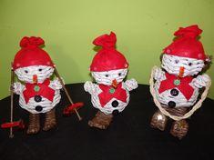 Výrobky ručně pletené z papíru | Služby pro všechny s.r.o. Alena Pštrosová Elf On The Shelf, Christmas Ornaments, Holiday Decor, Home Decor, Xmas Ornaments, Christmas Jewelry, Christmas Ornament, Interior Design, Christmas Decorations