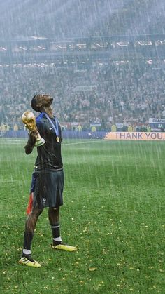 Football Boys, Football Players, Depay Memphis, Pogba Wallpapers, Soccer Photography, Manchester United Players, Messi And Ronaldo, World Cup Winners, Slums