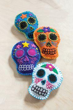 DIY: Felt Sugar Skull Sachets #dayofthedead #diadelosmuertos #embroidery