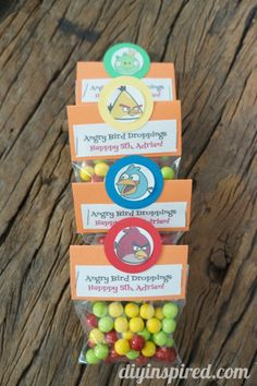 Easy DIY Angry Birds Party Favors - http://www.diyinspired.com/easy-diy-angry-birds-party-favors/ #angrybirds #themeparty #partyfavors