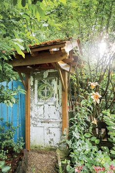 This low-maintenance garden design in Kentucky will give you all the landscaping inspiration you need. Garden Whimsy, Garden Junk, Bird Bath Garden, Glass Garden, Trumpet Lily, Flea Market Gardening, Rustic Pergola, Recycled Garden, Low Maintenance Garden