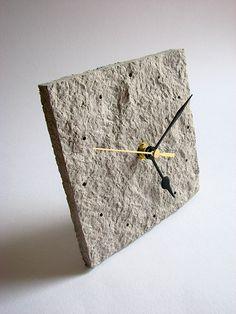 paper pulp clock   BLURECO #NewspaperClock #PaperPulpClock