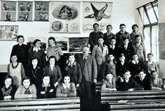 Schulgründer Stefan Fandl mit Schülern der Stegerbacher Bürgerschule im Jahr 1935 Scenery Pictures, Vienna, Old School, Concert, City, School Carnival, Remember This, Recital, Concerts