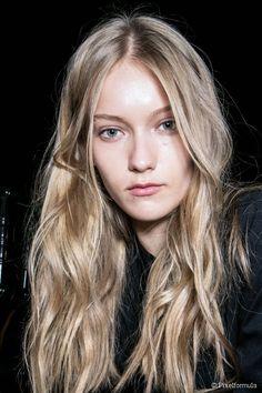 le blond cendr clair est une trs belle nuance pour celles qui ont le teint opalin - Coloration Blond Clair Cendr