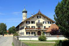 Gestern ging es mit der S-Bahn zum Bahnhof Sauerlach . Vom Bahnhof sind es nur wenige Schritte bis zur Ortsmitte von Sauerlach . An der Kir...