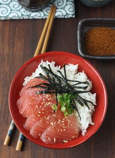 Tuna Sashimi Rice Bowl (Tekkadon) Tuna Sashimi Rice Bowl with Japanese Seven Spice (Shichimi Togarashi) Japanese Dishes, Japanese Food, Japanese Sashimi, Japanese Desserts, Easy Asian Recipes, Ethnic Recipes, Eat This, Aesthetic Food, Korean Food