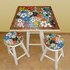 Billedresultat for mesa azulejos Painting Kids Furniture, Mosaic Furniture, Hand Painted Furniture, Mosaic Diy, Mosaic Glass, Mosaic Tiles, Mosaic Designs, Mosaic Patterns, Mosaic Flowers