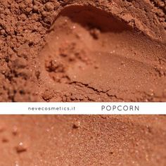 🇬🇧 POPCORN mineral blush Warm velvety peach mineral blush with hazel undertones. Use it as a blush, as a bronzer and as powder… Warm, light and very delicate. We love defining it the colour of light heartedness.😍 _____________________________________ How to order: ✨ www.nevecosmetics.it/en ✨ _____________________________________ 🇮🇹 Blush minerale POPCORN Un po' blush, un po' bronzer, un po' cipria… Caldo, chiaro, leggerissimo e delicato. Ci piace definirlo color spensieratezza😍…