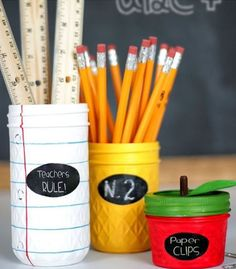 Back to School Teacher Jar Gifts - Lil' Luna Mason Jar Teacher Gift Idea - a simple and cute DIY project that will make for a gift your kiddos' teachers will LOVE! Mason Jar Gifts, Mason Jar Diy, Jar Crafts, Bottle Crafts, Teacher Appreciation Gifts, Teacher Gifts, Employee Appreciation, Diy Cadeau, Cute Diy Projects