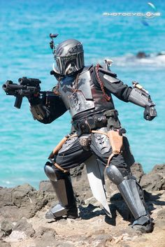 This Mandalorian Cosplay Shoot in Hawaii Will Impress 'Star Wars' Fans - EpicStream
