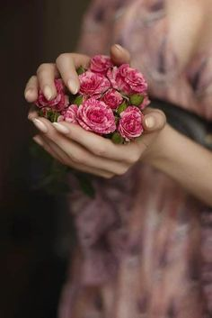 Ana Rosa - Giving Hands La Ilaha Illallah, My Flower, Flower Bowl, Belle Photo, Pretty In Pink, Beautiful Flowers, Beautiful Images, Beautiful Bouquets, Bloom