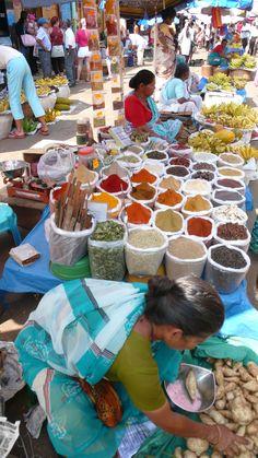Mapusa Friday Market in Goa India Goa Indien, India Travel, India Trip, Goa Food, Places Around The World, Around The Worlds, India Country, Kerala, Open Market