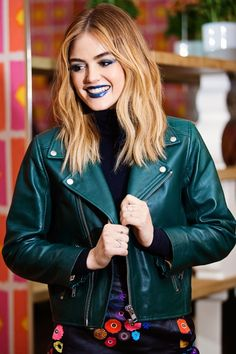 Trendy Hair Color - Highlights : You've Never Seen Lucy Hale in a Makeup Look Like This Before - Beauty Haircut Popular Short Hairstyles, Trendy Hairstyles, Lucy Hale Boyfriend, Lucie Hale, Lucy Hale Blonde, Estilo Lucy Hale, Lucy Hale Style, Make Up Looks, Hair Color Highlights