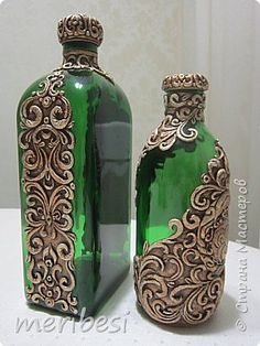 Wine Bottle Art, Plastic Bottle Crafts, Painted Wine Bottles, Diy Bottle, Wine Bottle Crafts, Jar Crafts, Decorated Bottles, Glass Painting Designs, Pottery Painting Designs