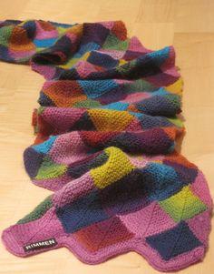 """""""Made with love""""  Jeg har strikket det blødeste og mest farveglade halstørklæde i Dominostrik til min veninde.  Netop i år ved jeg, at det..."""