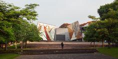 """La Tallera / Frida Escobedo  la propuesta para """"La Tallera"""" busca generar una nueva relación entre el museo/taller y los espacios que le rodean"""