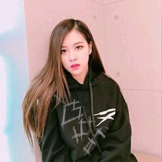 Find images and videos about kpop, rose and blackpink on We Heart It - the app to get lost in what you love. Kim Jennie, K Pop, Foto Rose, Blackpink Jisoo, Forever Young, Hottest Photos, Kpop Girls, Just In Case, My Girl
