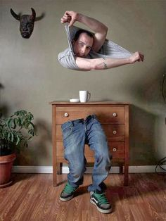 going to attempt this in photoshop. Levitation Photography, Surrealism Photography, Photoshop Photography, Photography Poses, Photography Projects, Creative Photography, Double Exposition, Photoshop Images, Photoshop Retouching