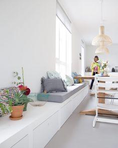 750 vind-ik-leuks, 19 reacties - Femkeido Interior Design (@femkeido) op Instagram: '// PROJECTS // Zoals jullie weten ontwerpen wij ook maatwerk in alle vormen en maten. Bij dit…' Home Decor Kitchen, Home Kitchens, Dinner Room, Kitchen Cabinets On A Budget, Dining Nook, Fashion Room, Living Room Inspiration, Living Room Designs, Sweet Home