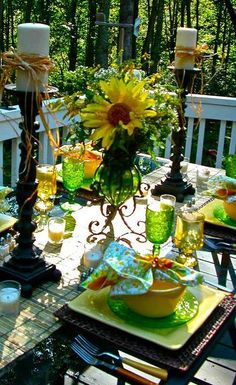 Outdoor table setting.... earthy and love green glass... Nice!!!
