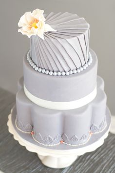 Let there be cake! Today we're going with a gray theme for our cake inspiration. Her are some of my favorite gray wedding cakes. Beautiful Wedding Cakes, Gorgeous Cakes, Pretty Cakes, Amazing Cakes, Cake Central, Wedding Cake Inspiration, Wedding Ideas, Wedding Themes, Cake Art