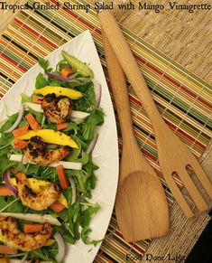 This is perfect for a summer dinner! Tropical Grilled Shrimp Salad with Mango Vinaigrette Low Calorie Low Fat #PompeianVarietals #ad