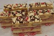 Tak tento dezert vypadá opravdu super. Žaludy, které připravíte z velmi oblíbených surovin, jako jsou oříšky, vanilka, čokoláda, ... Czech Recipes, Ethnic Recipes, Desert Recipes, Tiramisu, Cake Decorating, Decorating Ideas, Food And Drink, Pudding, Treats